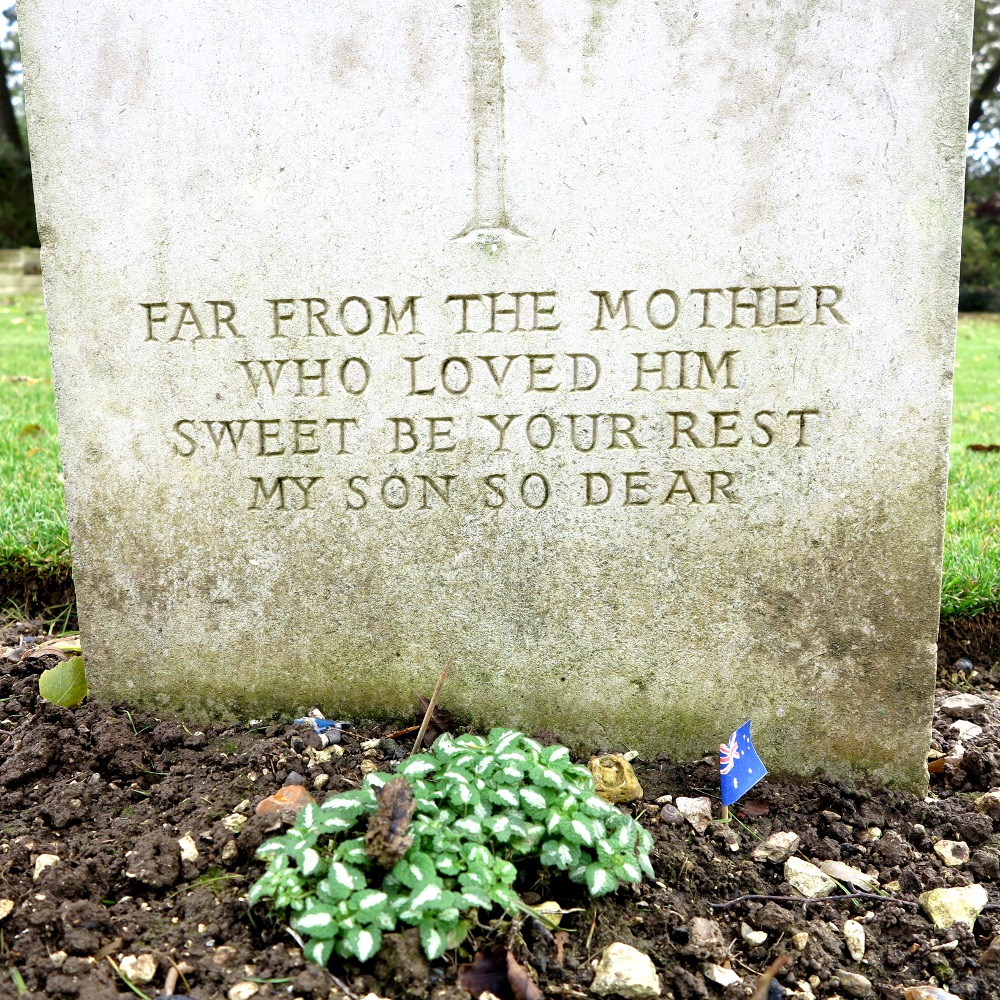 A grave at Villers-Bretonneaux