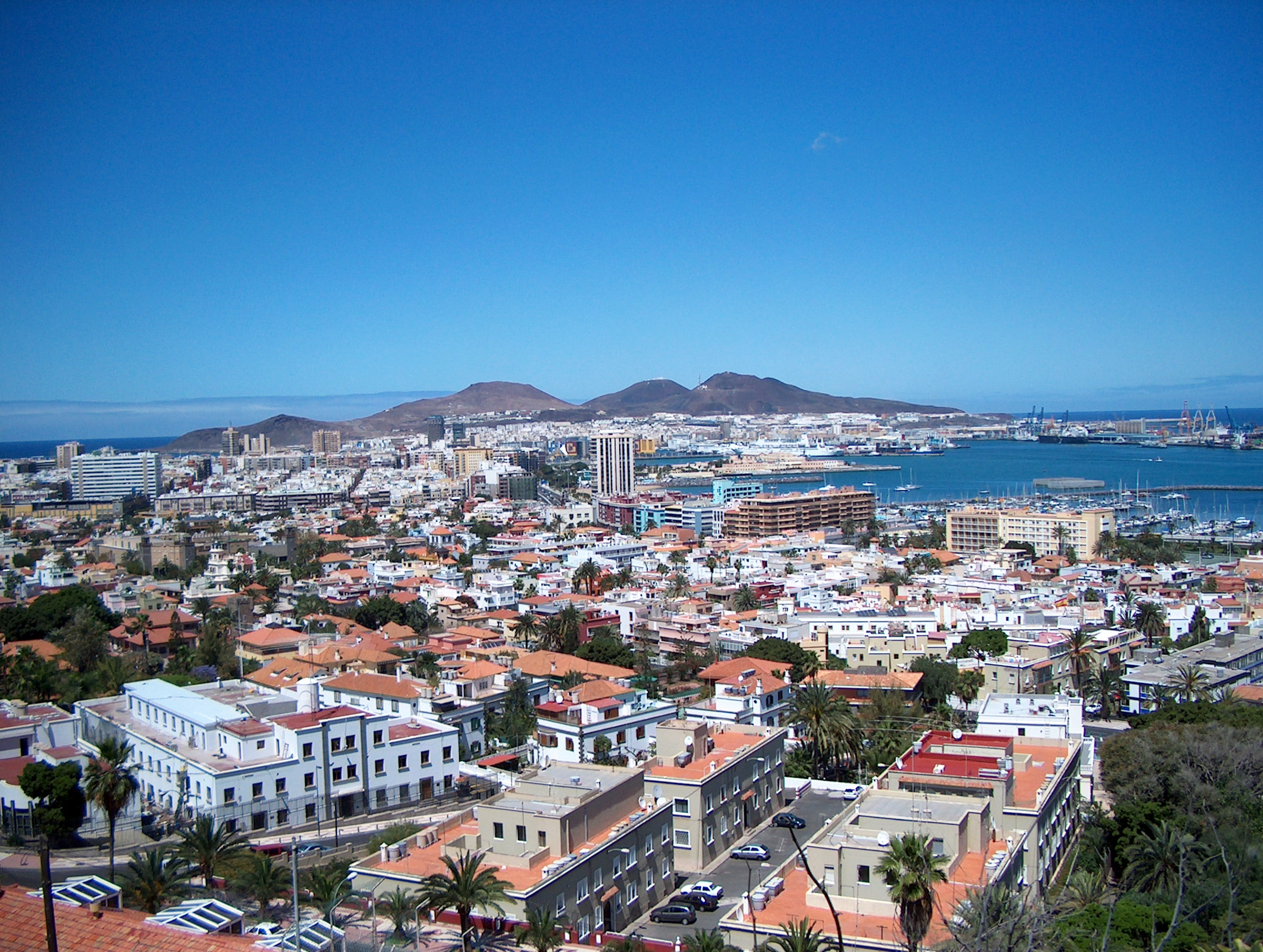Las_Palmas_de_Gran_Canaria-Panoramic_view_over_the_city Double-Barrelled Travel