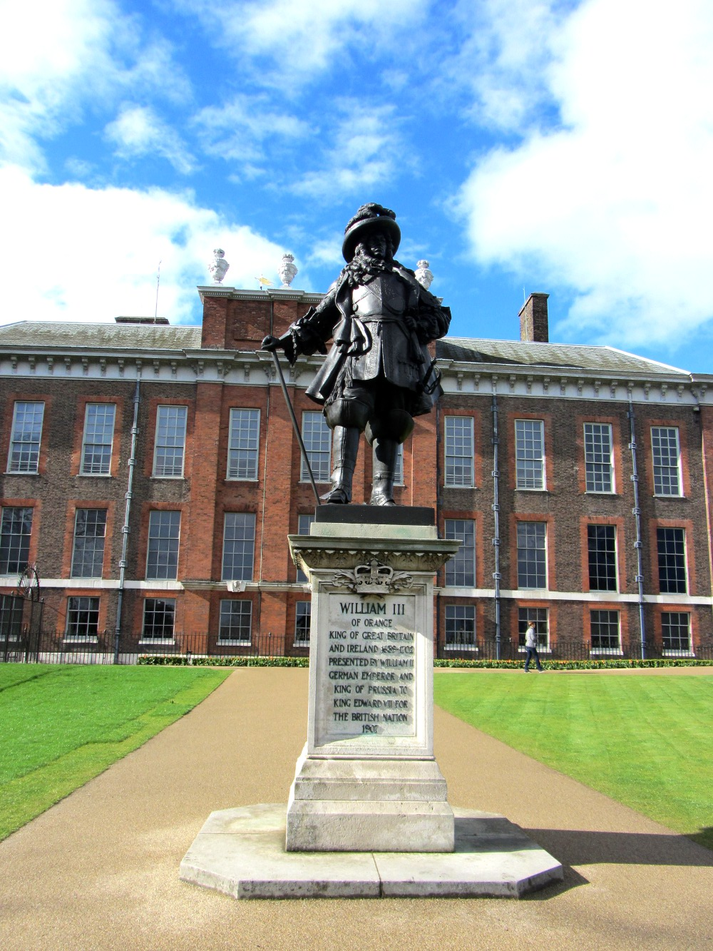 Statue out the front of Kensington Palace Double Barrelled Travel
