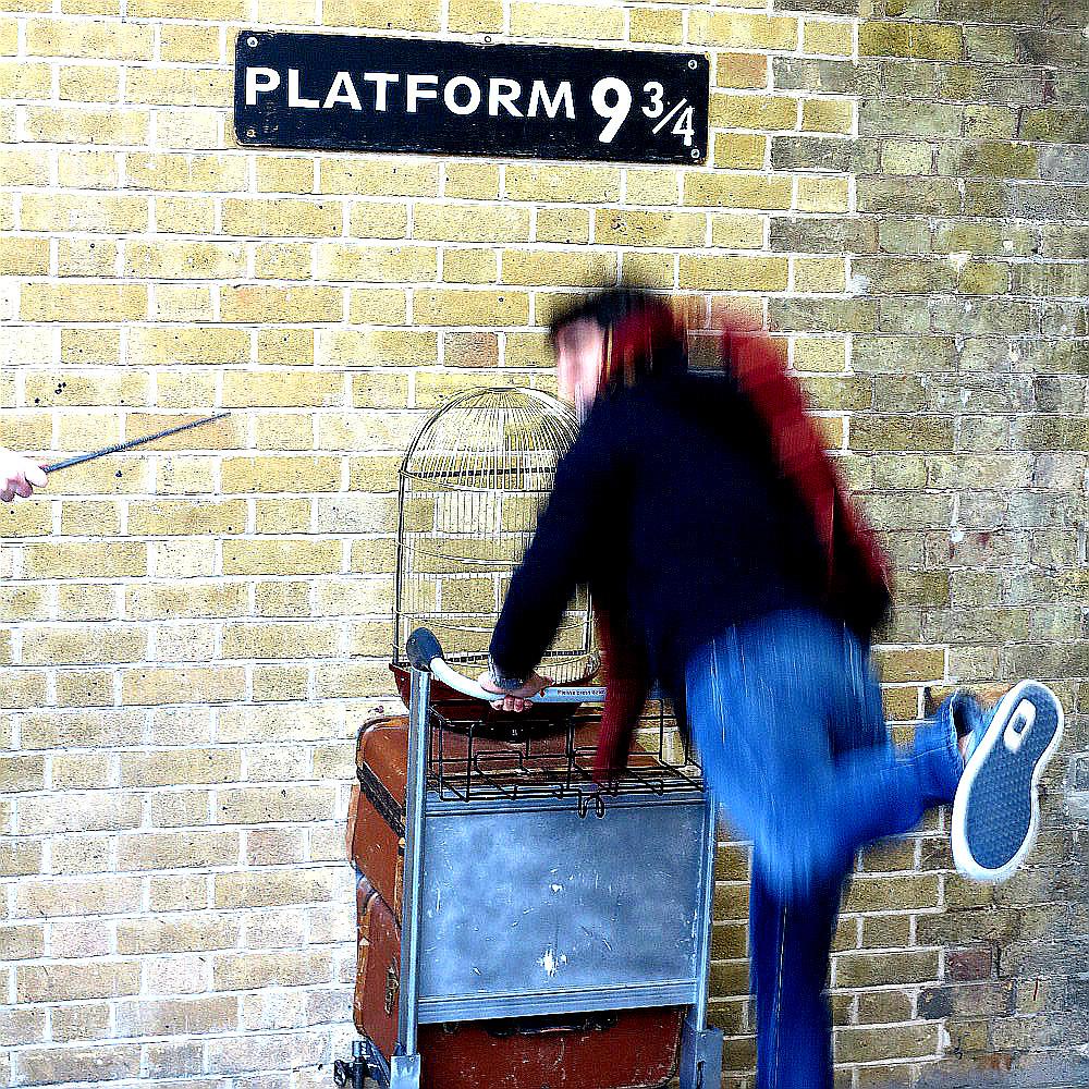 King's cross Harry Potter Platform nine and three quarters