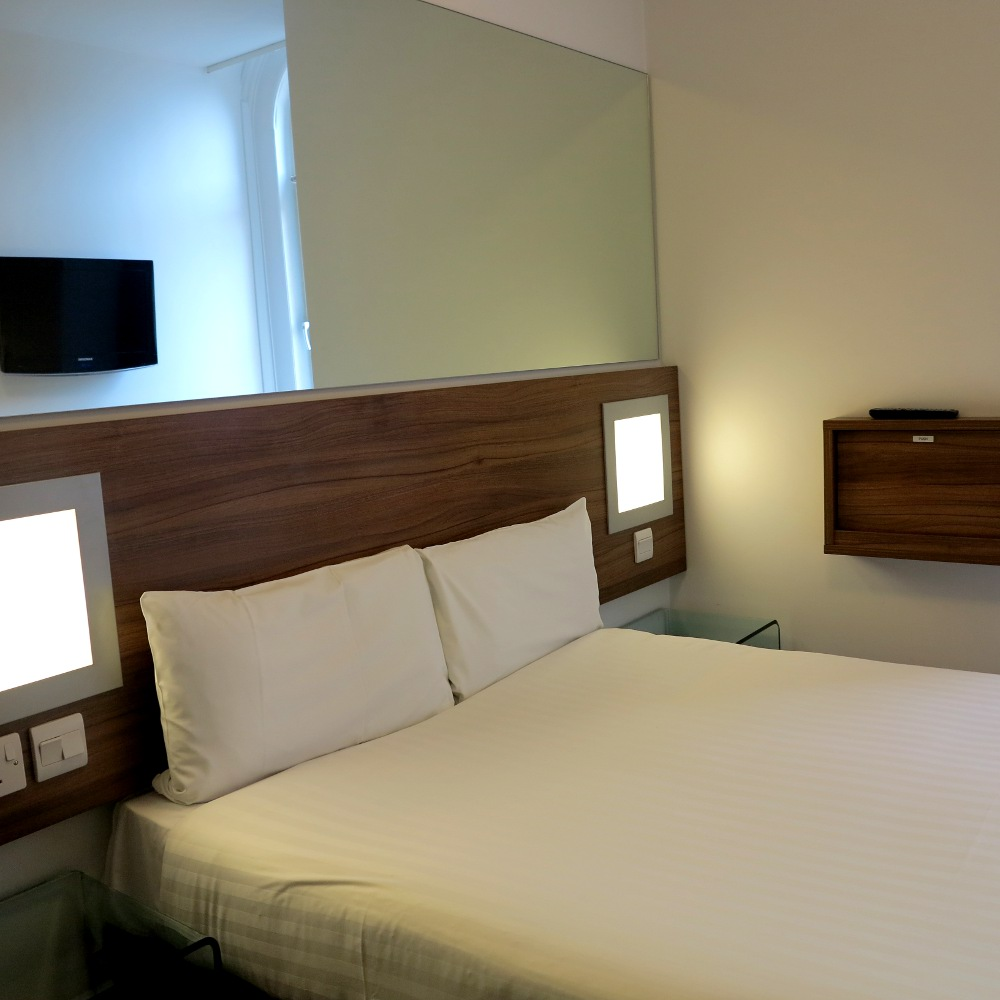 Tune hotel King's Cross Double-Barrelled Travel
