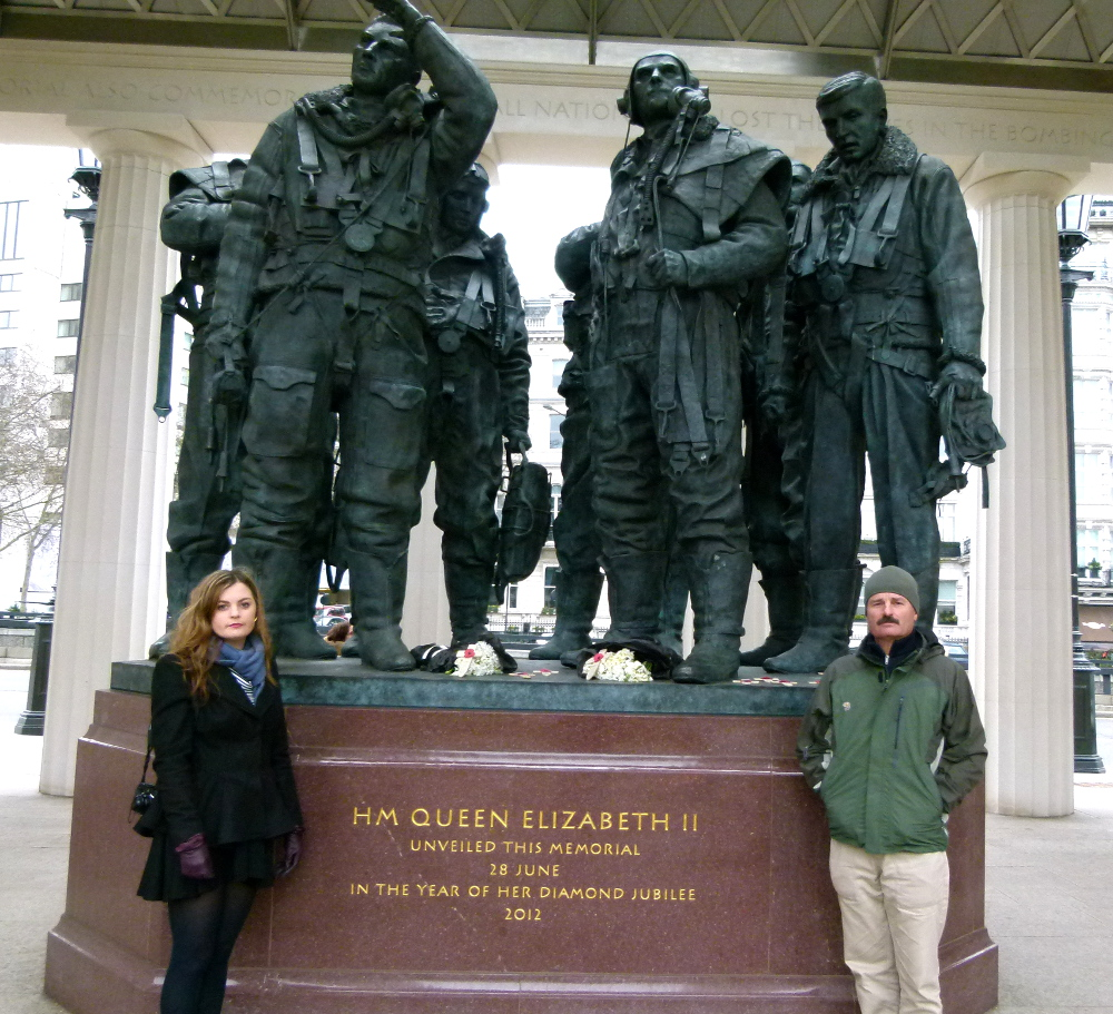 Carmen and Keith and the war memorial in Hyde Park Double-BarrelledTravel