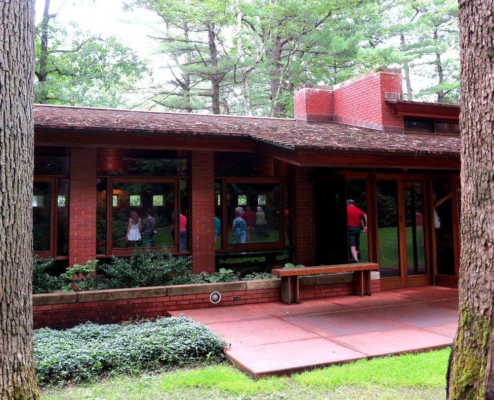 Inside the zimmerman house designed by frank lloyd wright for Zimmerman house