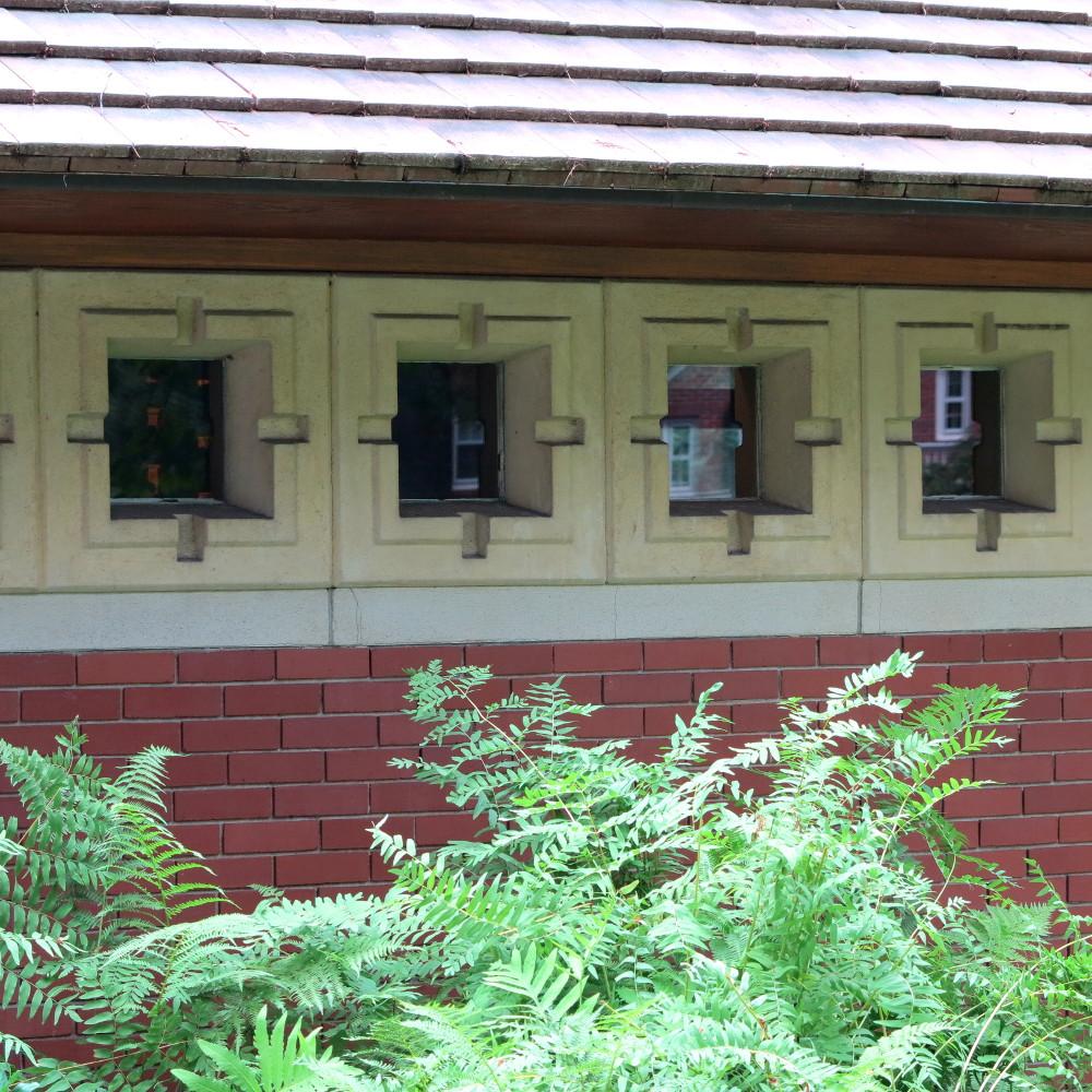 Frank Lloyd Wright, Double-Barrelled Travel Zimmerman House
