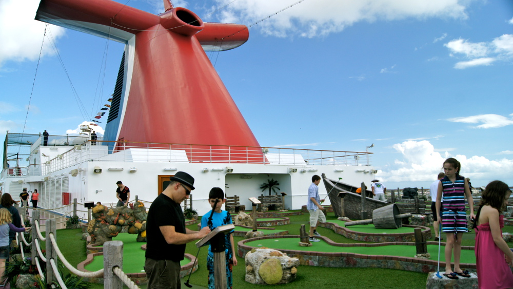 Onboard-Miniature-Golf-on-Double-Barrelled-Travel