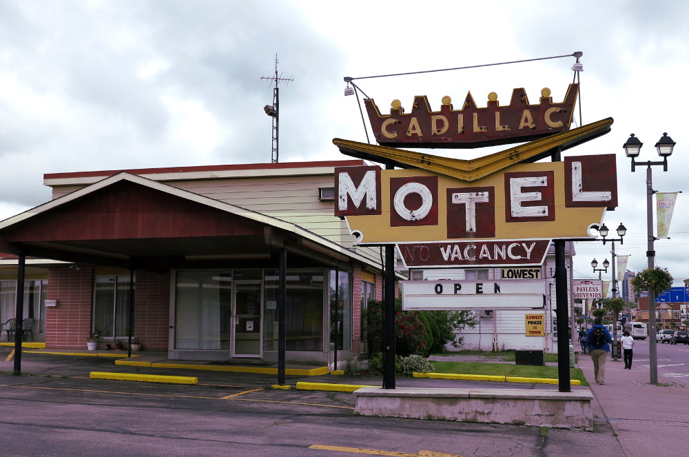 cheap motel in Niagara Falls Double-Barrelled Travel