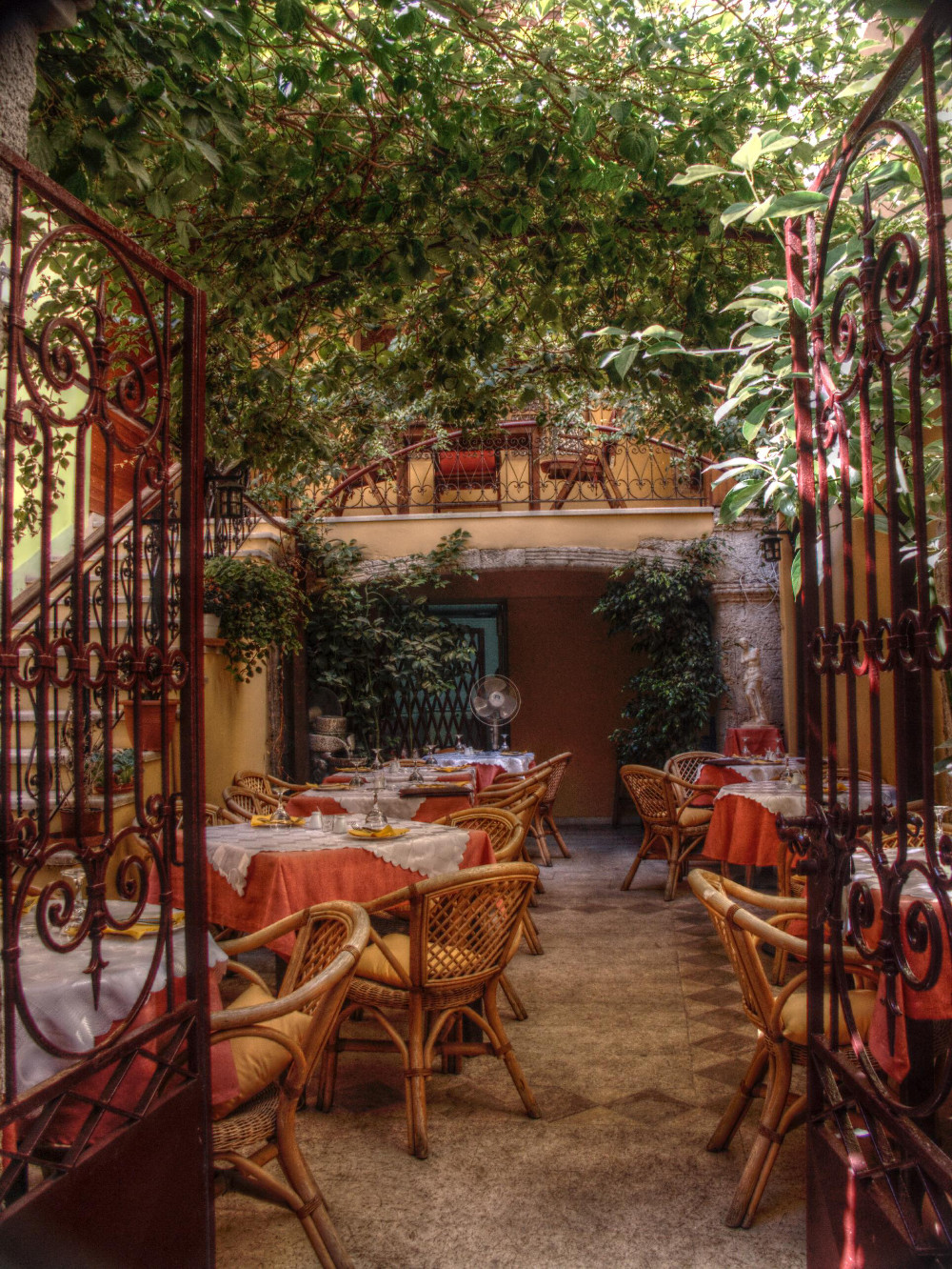 Restaurant in Crete Double-Barrelled Travel