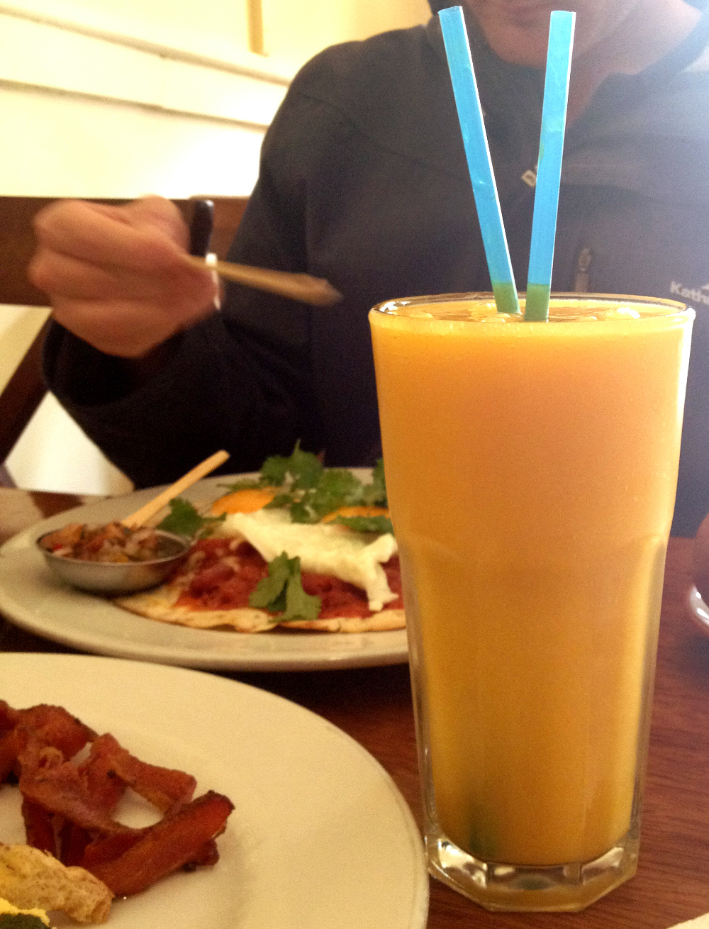 Mango smoothie Jack's Cafe Cuzco Double-Barrelled Travel