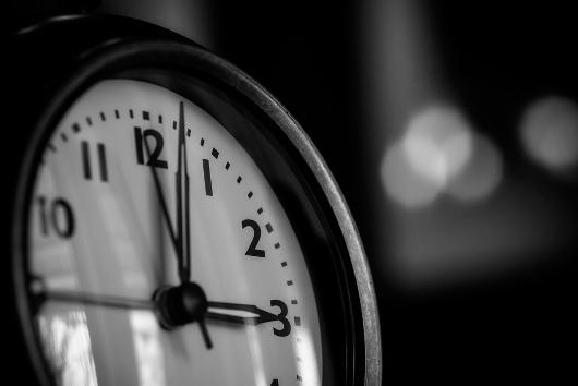 Social media clock Flickr Nomadic Lass