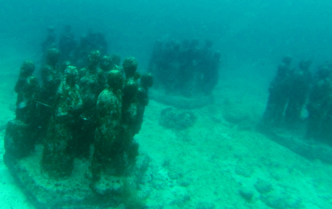 underwater statues at museum mexico Double-Barrelled Travel