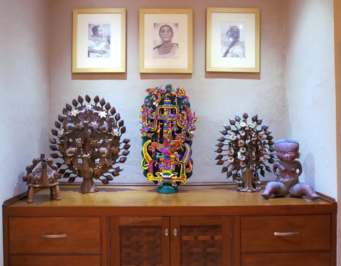 Casa de los Venados drawing table Double-Barrelled Travel
