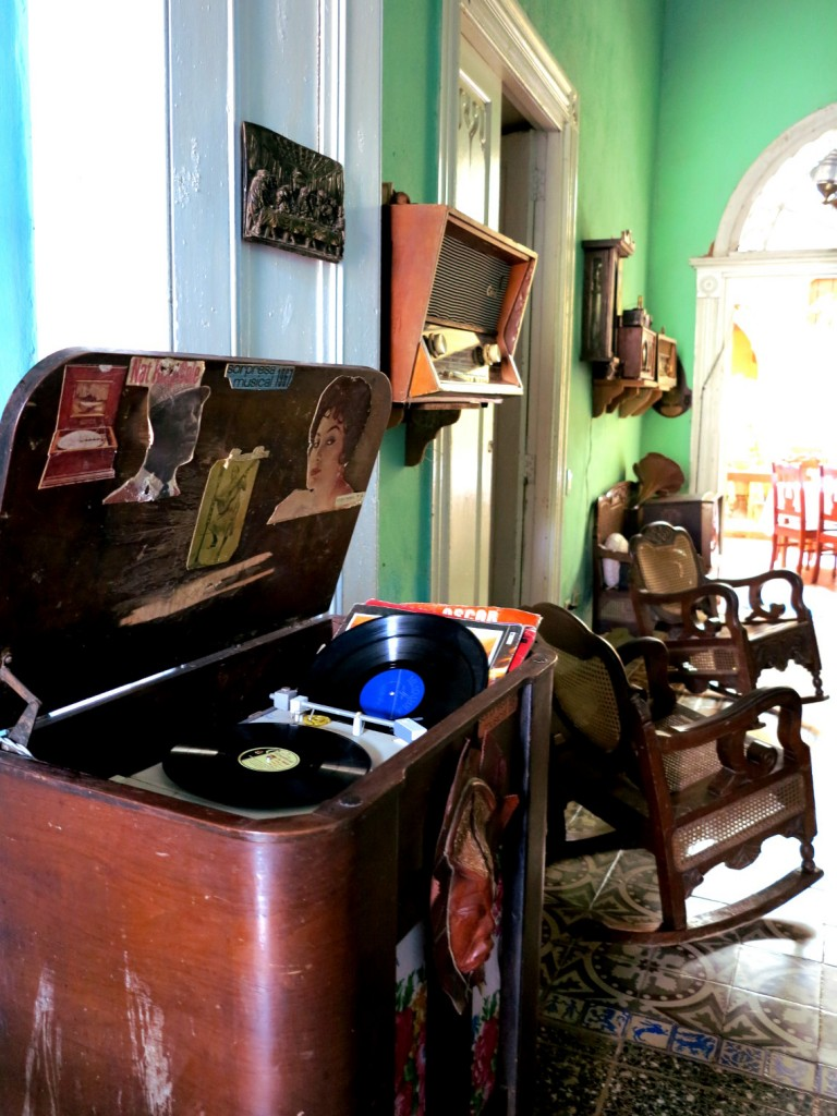 Vintage furniture Cuba Double-Barrelled Travel