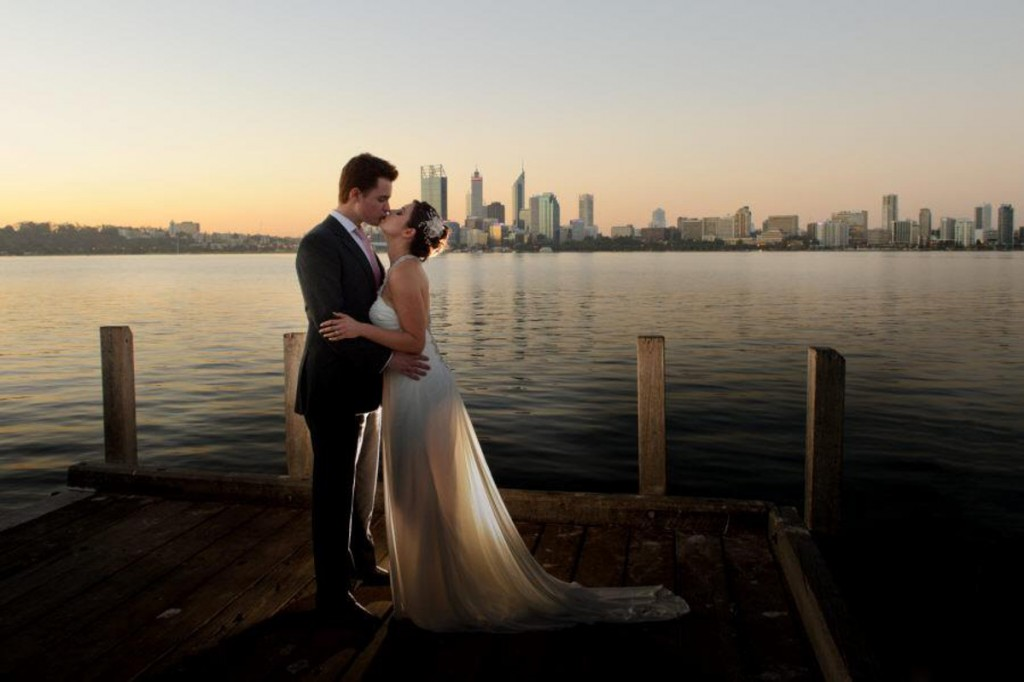 Wedding photo Perth Swan River Double-Barrelled Travel