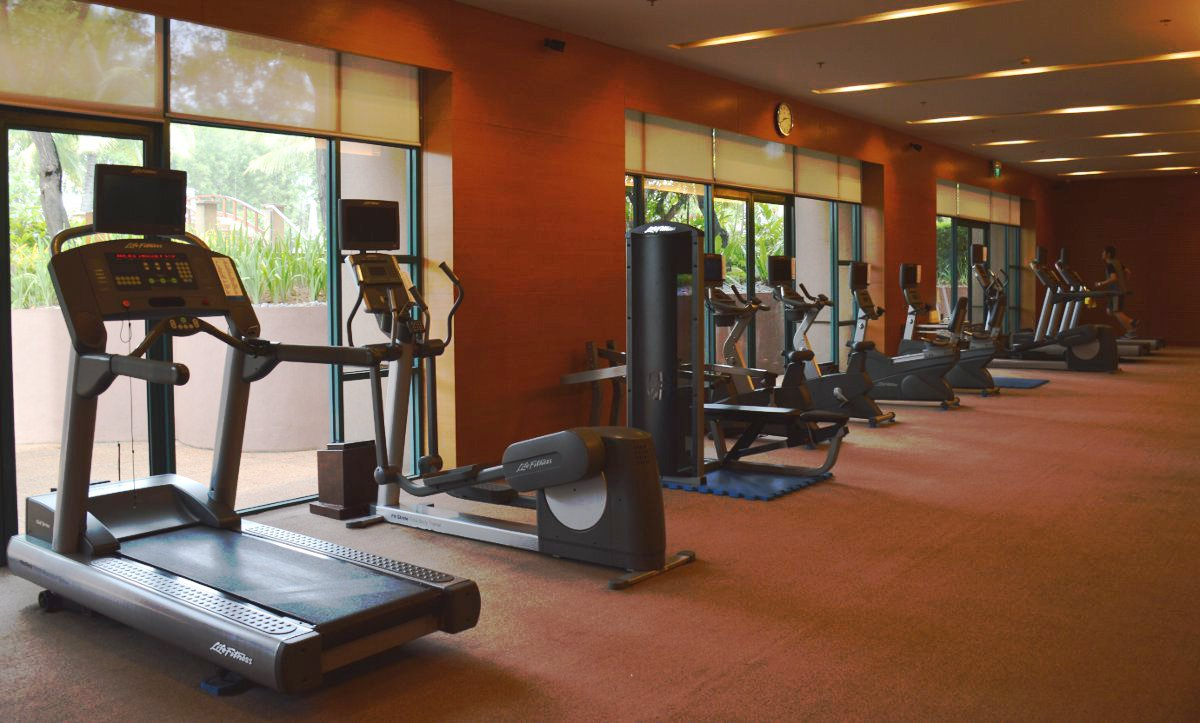 Gym equipment Radisson Blu Cebu Double-Barrelled Travel