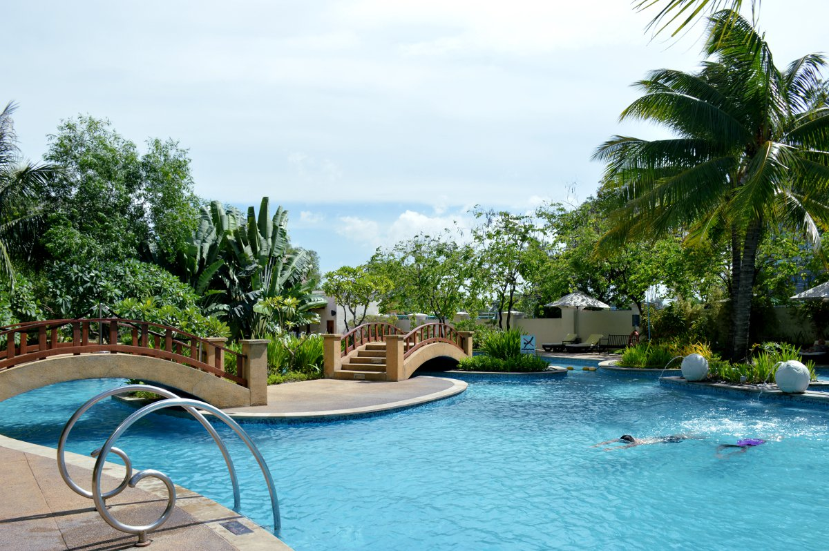 Pool Radisson Blu Cebu Double-Barrelled Travel