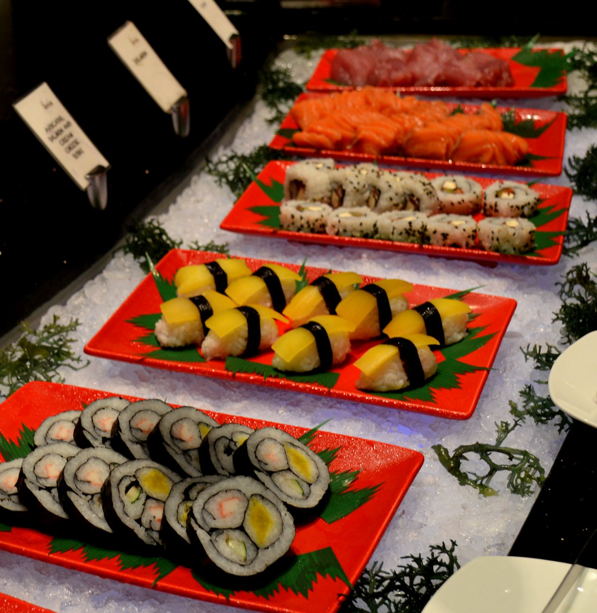 Sushi table Radisson Blu Cebu Double-Barrelled Travel