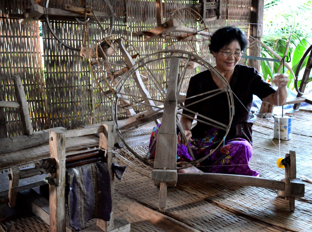 Weaving Nan Wiang Sa Double-Barrelled Travel
