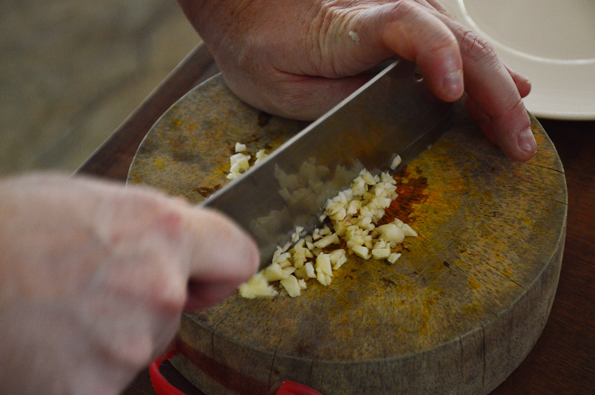 Chopping garlic Asia Scenic cooking school Double-Barrelled Travel