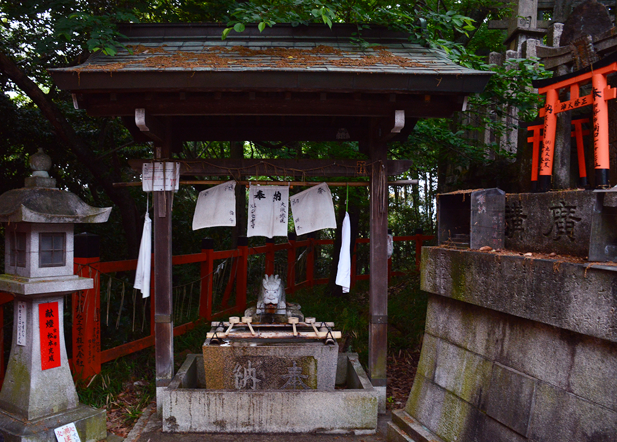 Fushimi Inari Taisha washing station Double-Barrelled travel