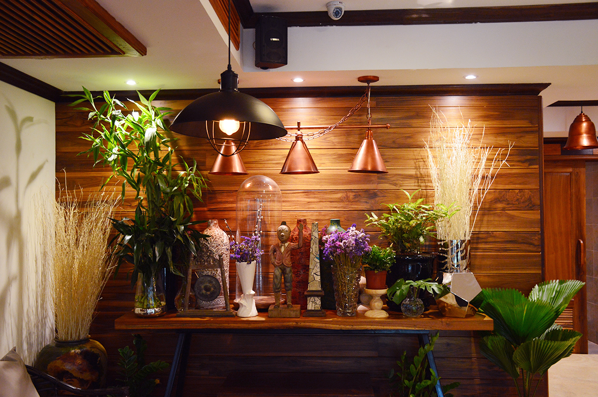 Cafes in Chiang Mai Shewitkhontammada decor Double-Barrelled Travel
