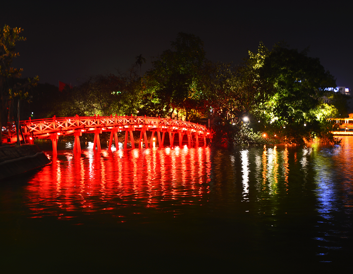 things-to-do-in-hanoi-park-at-night-double-barrelled-travel