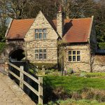 English cottage Double-Barrelled Travel