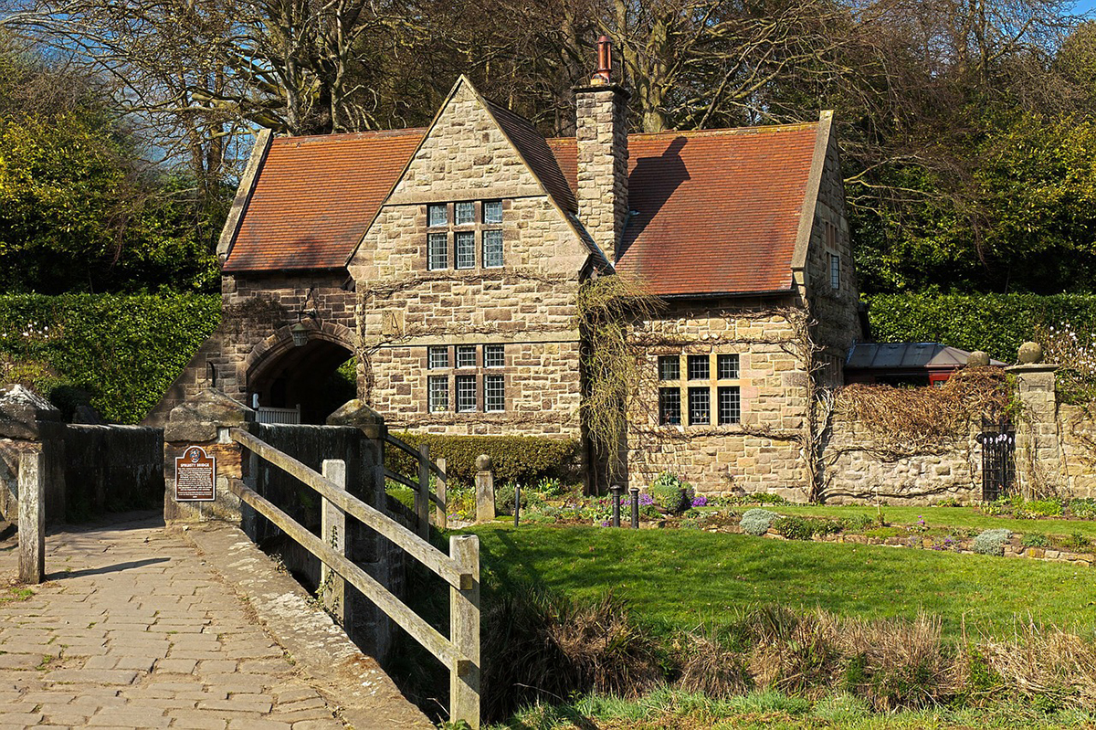 English cottage Double-Barrelled Travel